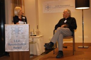 Reuven Moskovitz und Laudatorin Dorothy Habig
